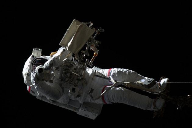 Luca Parmitano guida la seconda passeggiata spaziale