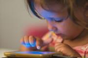 Tecnologie: troppo tempo davanti allo schermo già a 12 mesi
