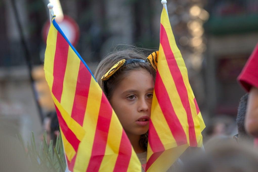 Manifestazione pacifica per l'indipendenza della Catalogna a Barcellona.
