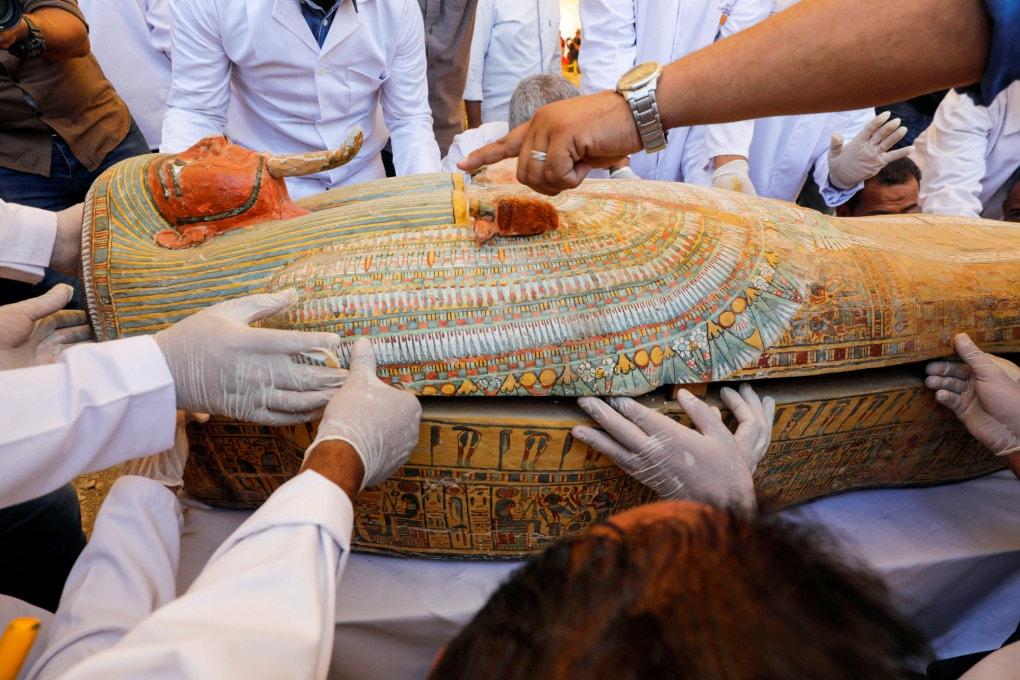 Antico Egitto: una guida in un sarcofago