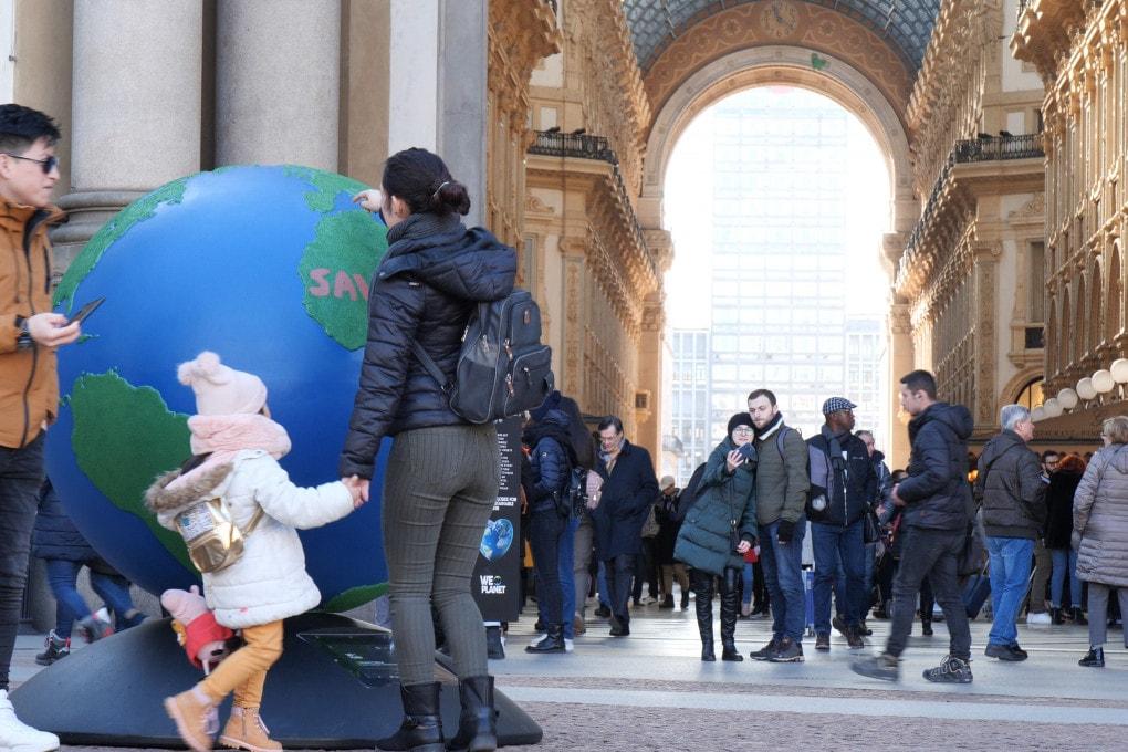 Il globo di WePlanet inaugurato in piazza Scala a Milano