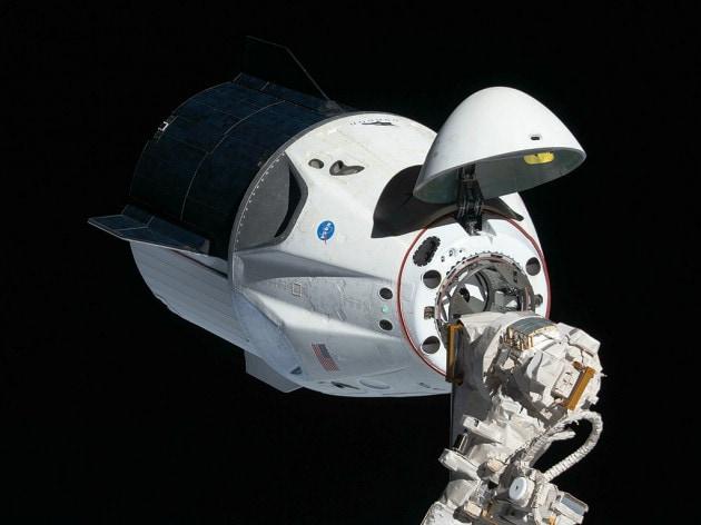 SpaceX: nel 2022 turisti spaziali sulla Crew Dragon