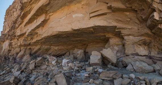 Antico Egitto, pitture rupestri: l'ingresso della grotta