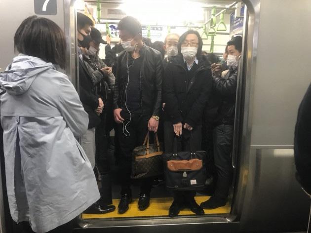 Il Giappone dichiara lo stato di emergenza per un mese