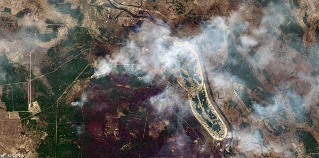 L'incendio (ora domato) nella zona rossa di Chernobyl