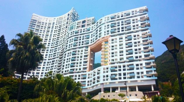 Hong Kong: i palazzi coi buchi