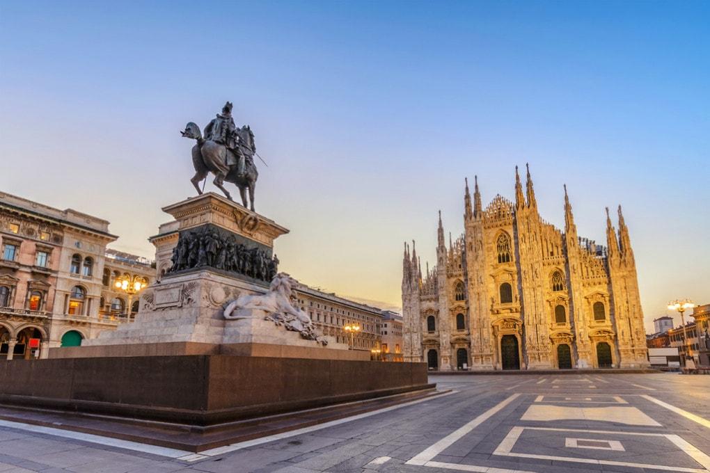 La covid a Milano: piazza del Duomo nei giorni del lockdown