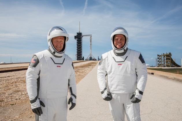 Viste da vicino: le tute spaziali per la Crew Dragon di SpaceX