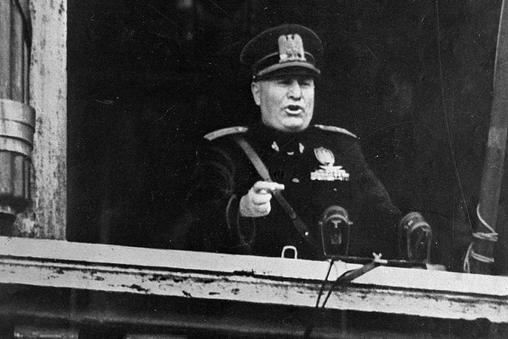 Benito Mussolini annuncia l'entrata in guerra: è il 10 giugno 1940.