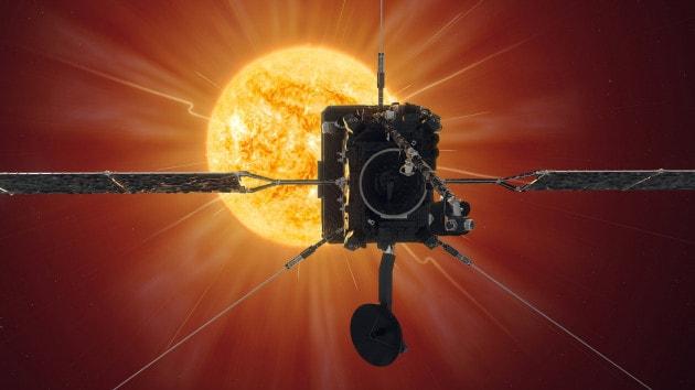 La Solar Orbiter al suo primo flyby del Sole