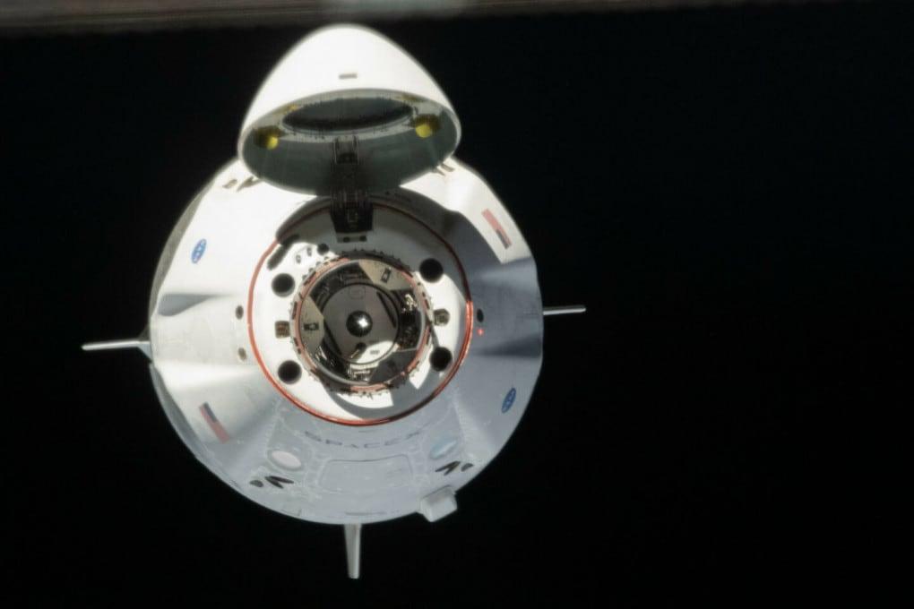 Come se la cava la Crew Dragon (la navicella di SpaceX) nello Spazio?