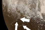 L'origine dell'oceano liquido sotto la crosta di Plutone