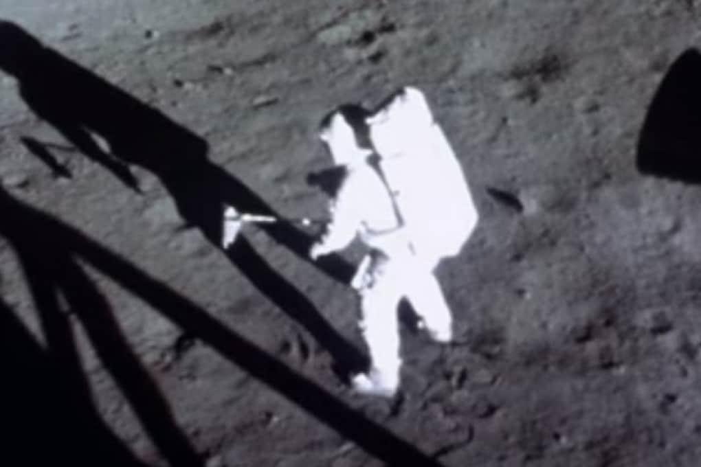 Apollo 11: un frame del filmato dell'allunaggio, restaurato.
