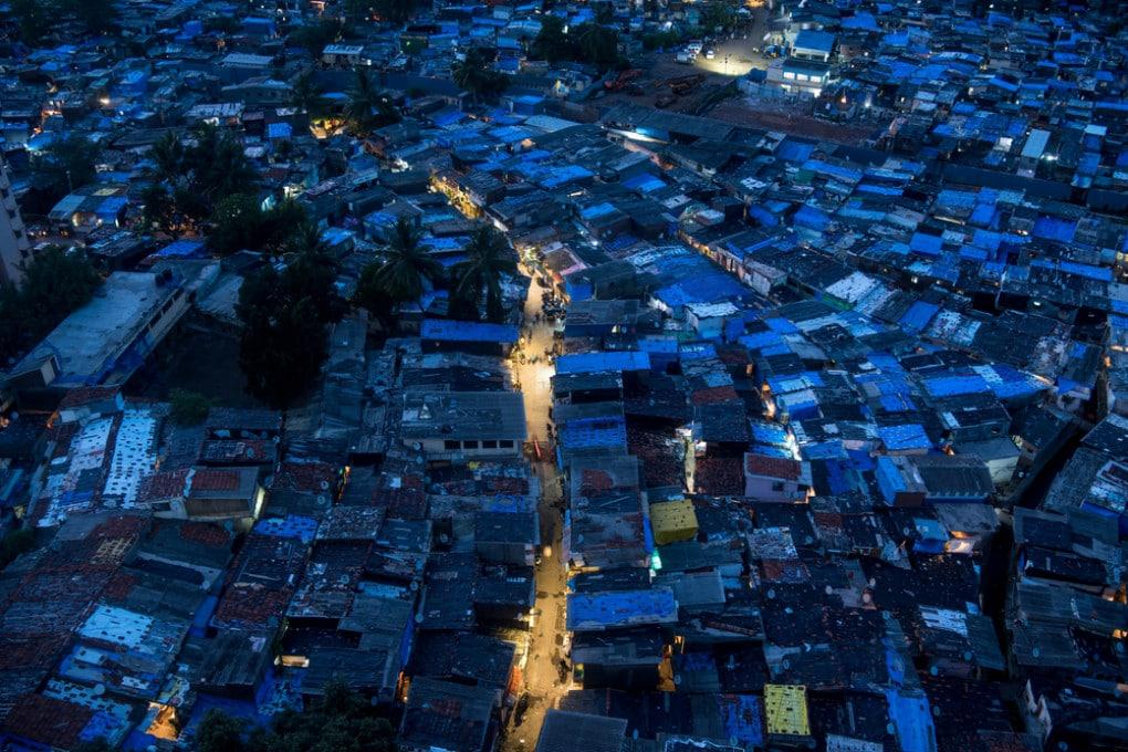 Giugno 2020: veduta aerea della baraccopoli di Appa Pada, a Mumbai (India)