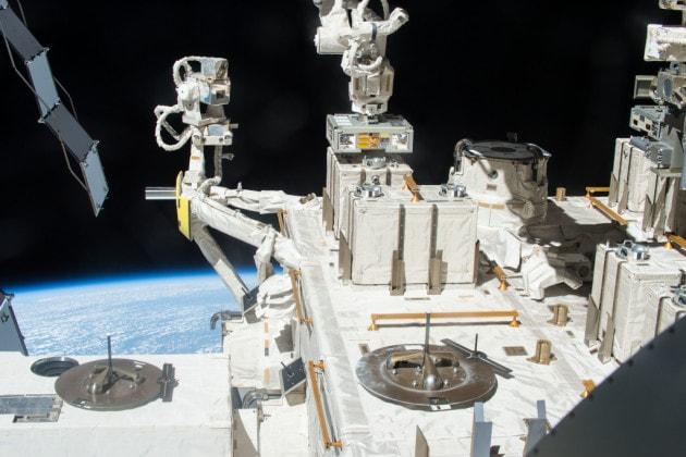 Dal 2015 al 2018 gli aggregati di batteri sono stati esposti all'esterno del modulo giapponese Kibo della ISS.
