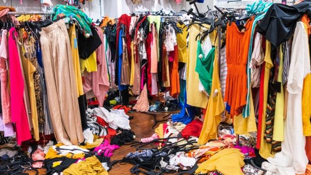 La moda del fast fashion: economica, ma non per l'ambiente