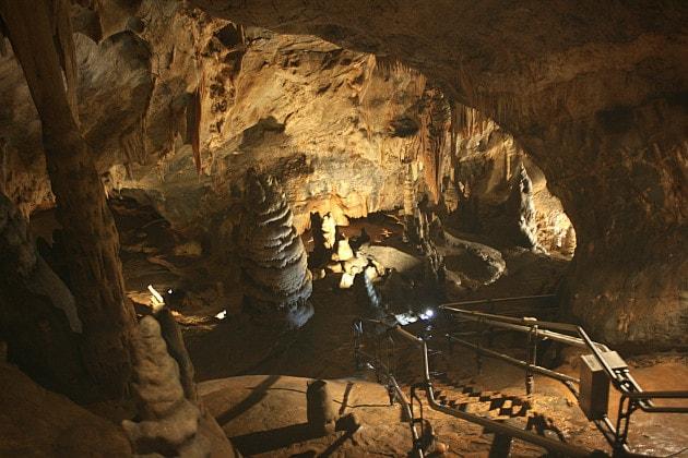 Nelle grotte di Toirano: sulle tracce di una famiglia preistorica con la Realtà Virtuale Immersiva.