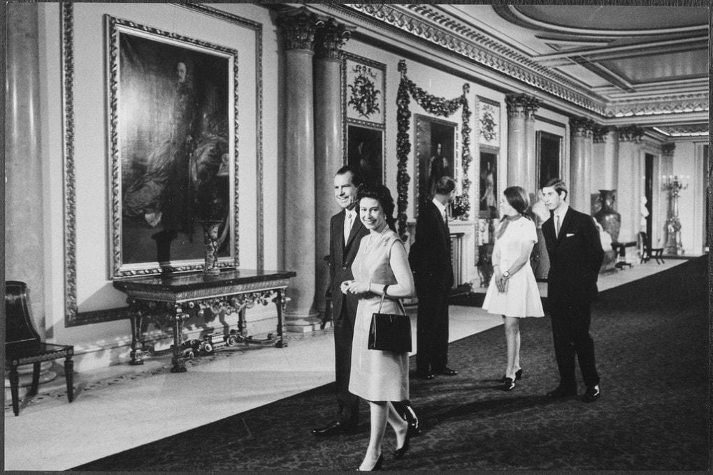 Il presidente Usa Richard M. Nixon  in visita a Buckingham Palace con la regina Elisabetta e famiglia nel 1969
