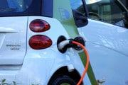 Ricaricare le batterie dell'auto elettrica nel tempo di un pieno