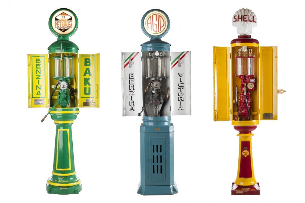 Storia dell'automobile - Tre tipiche pompe di benzina degli anni '30 prodotte dall'azienda milanese Bergomi