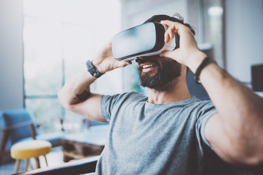 Finché non potremo di nuovo viaggiare in tranquillità, dovremo accontentarci di farlo con la realtà virtuale.