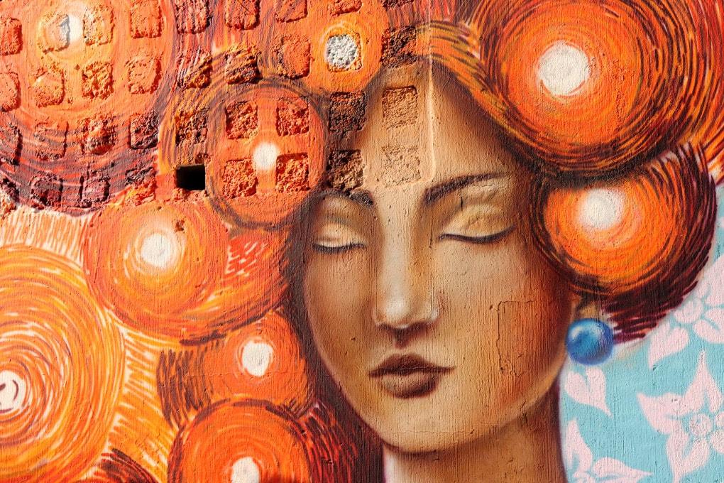 L'arancione è il colore simbolo delle campagne di sensibilizzazione contro la violenza sulle donne.