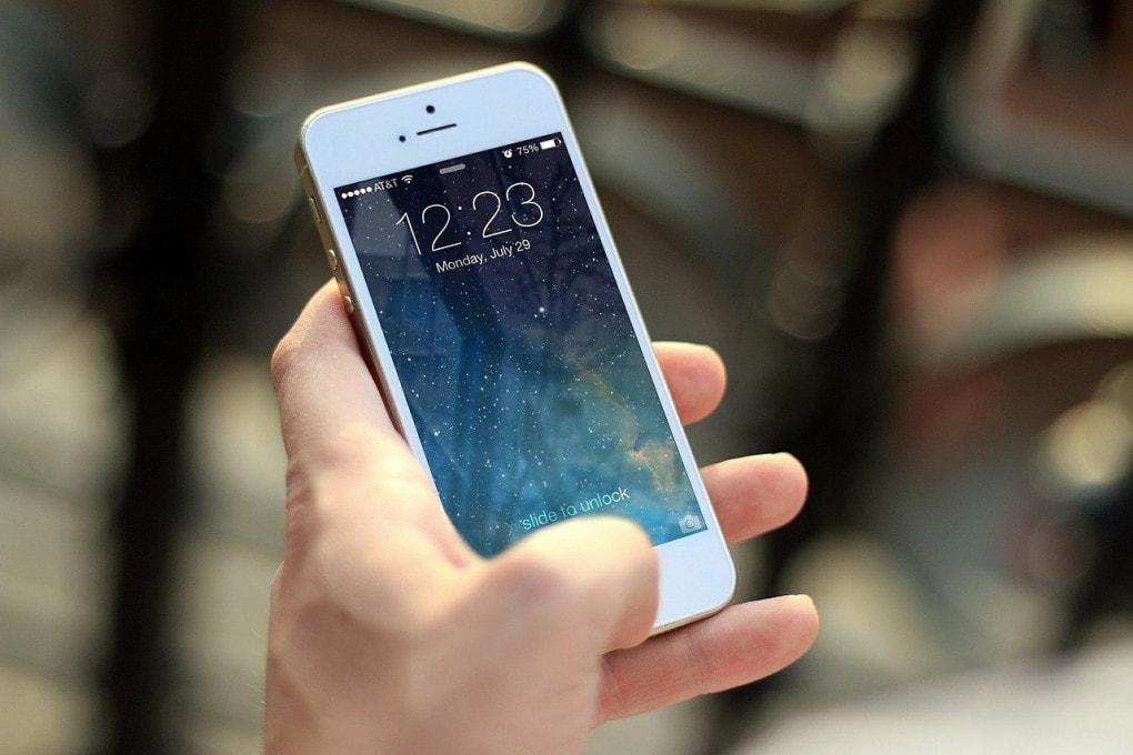 Scienza Perché abbiamo sempre in mano lo smartphone?