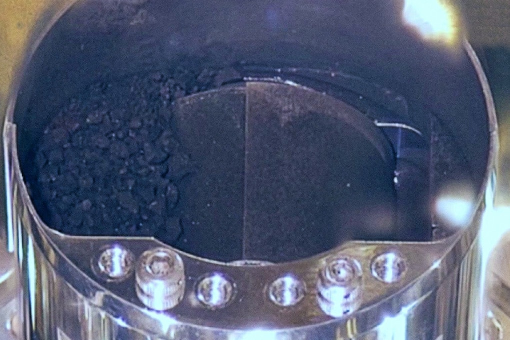 Scienza Ecco i sassi raccolti sull'asteroide Ryugu (con una sorpresa che non si vede...)