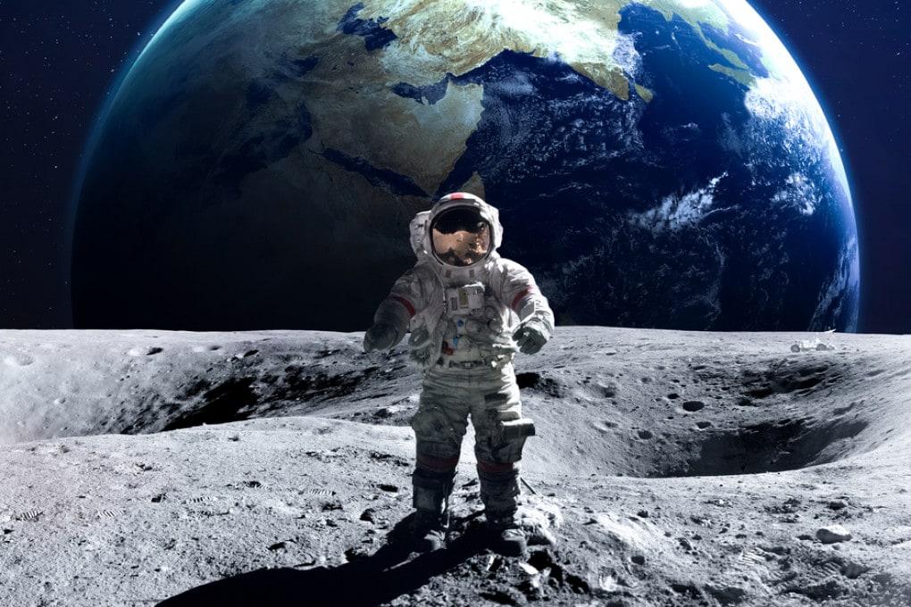 Illustrazione: un astronauta in trasferta.