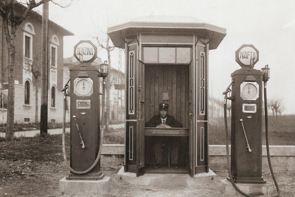 Storia dell'automobile - 1935: la stazione di servizio di Legnano