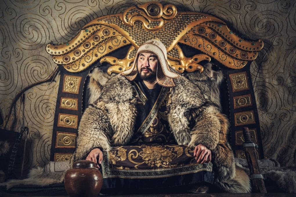 Gengis Khan, il famoso condottiero e sovrano mongolo, morì  nell'agosto del 1227 a Yinchuan, in Cina.