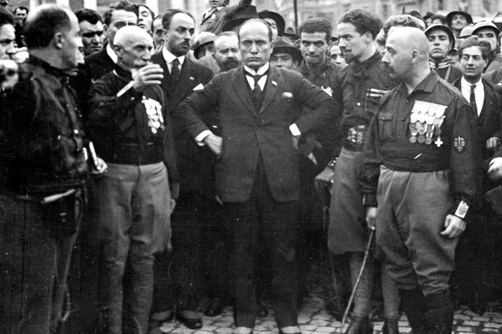 Roma, 1922. Mussolini circondato dai suoi fedelissimi.