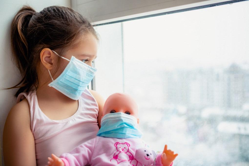 La presunta immunità è frutto di informazioni imprecise: i bambini sono più resistenti al virus e a forme gravi della covid, ma se contagiati sono infettivi, come tutti.