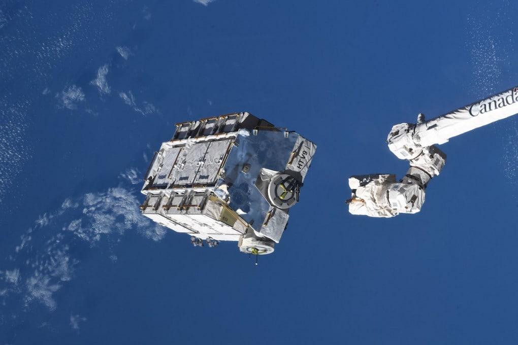 La ISS abbandona nello spazio 3 tonnellate di spazzatura spaziale