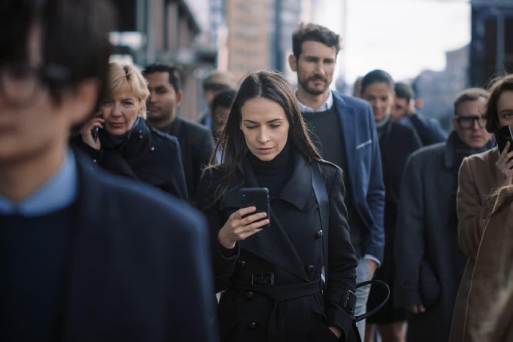 Smartphone nella folla
