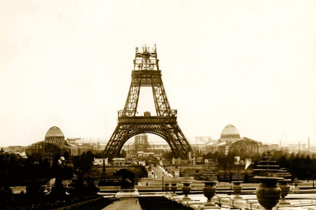 La Tour Eiffel in costruzione, nell'ottobre 1888.