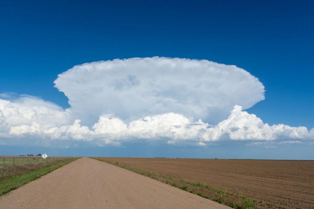 Un temporale con un esempio di overshooting top.