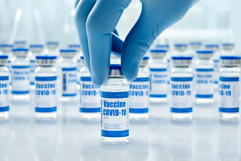 Il mondo ha bisogno di miliardi di dosi di vaccini anti-covid, economici, efficaci e di facile conservazione.