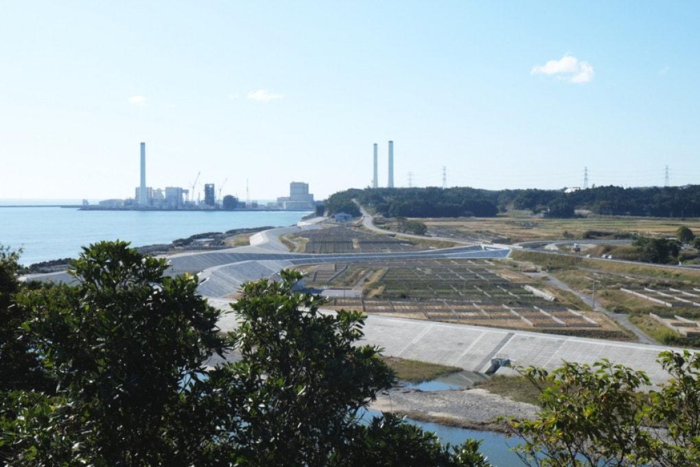 La zona del disastro nucleare di Fukushima, con la centrale e il suo affaccio sul mare.