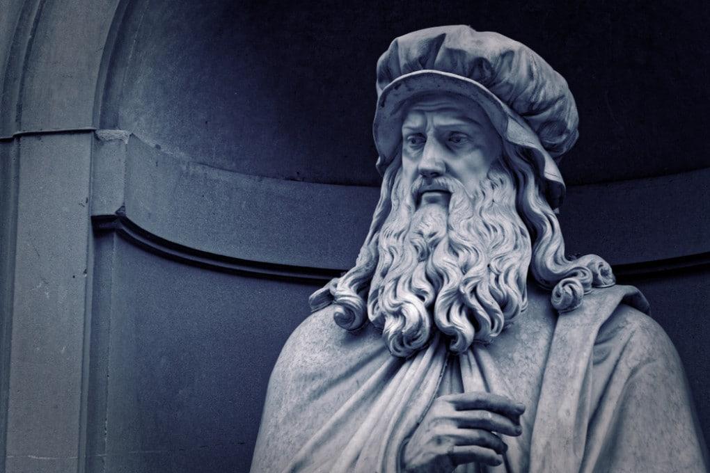 La statua di Leonardo da Vinci a Firenze