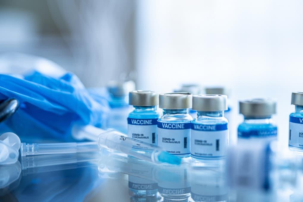 La farmacovigilanza monitora anche i più rari effetti avversi di ogni prodotto e medicinale, inclusi quelli dei vaccini anti-covid.