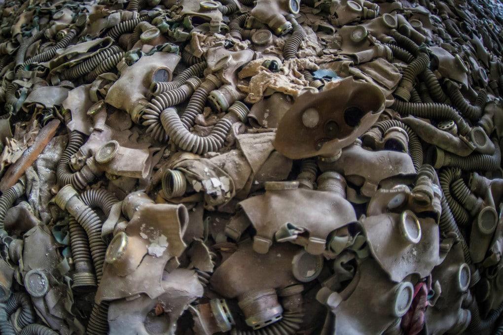 Le protezioni dei primi intervenuti a Chernobyl erano a volte semplici maschere antigas.