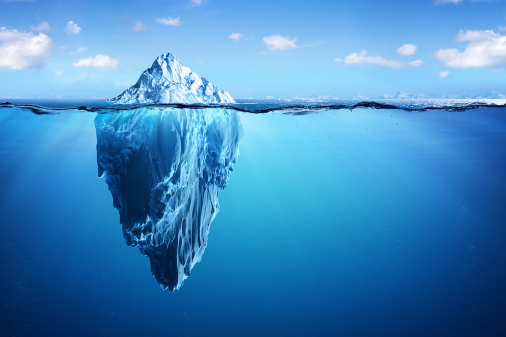 Un iceberg galleggiante.