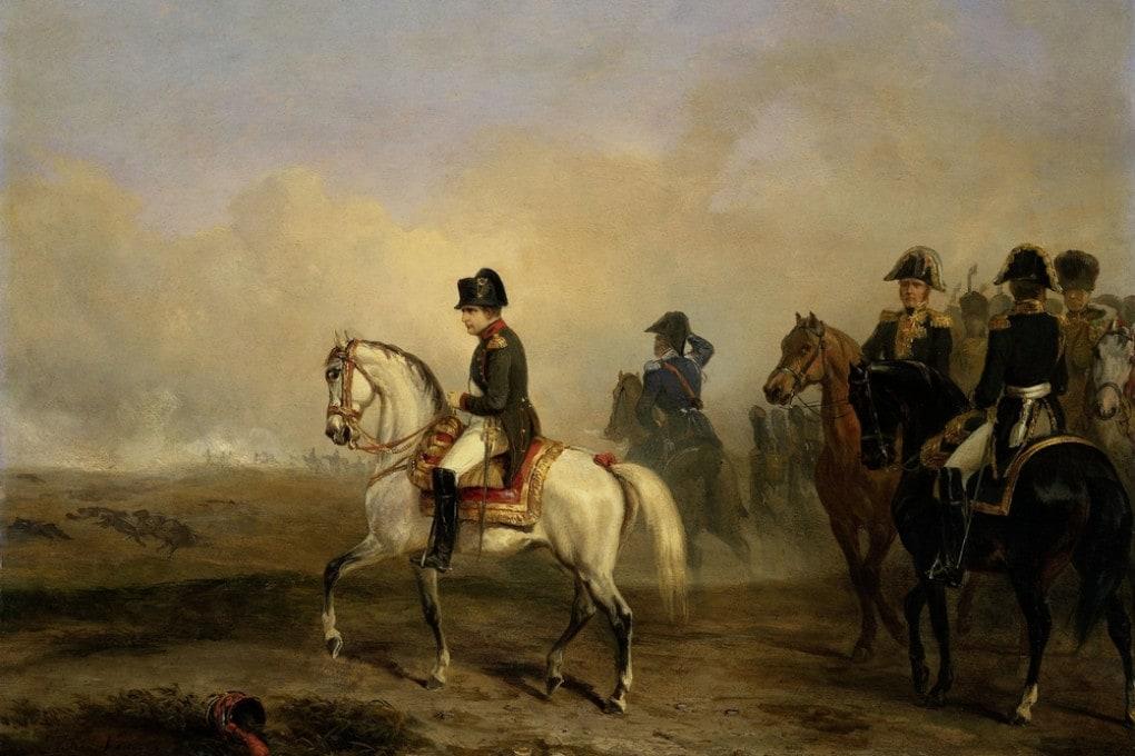 Napoleone a cavallo sul campo di battaglia con i suoi generali