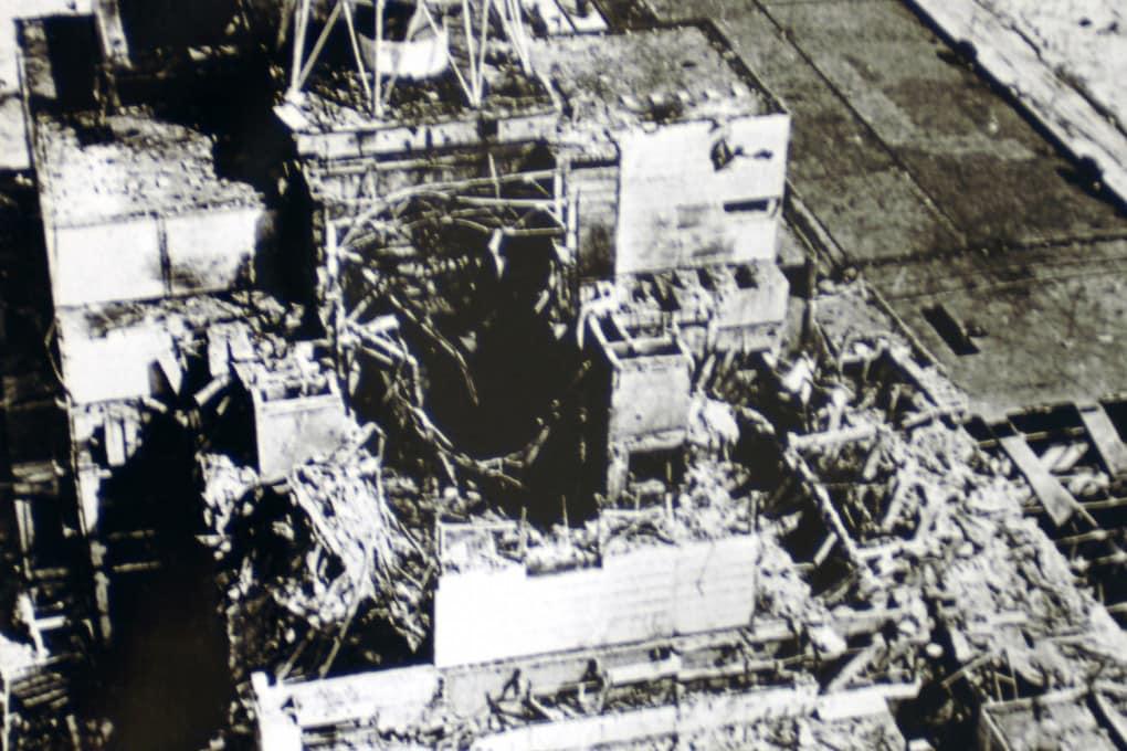 Ciò che resta dell'edificio del reattore 4 di Chernobyl dopo l'eplosione del 1986; ricoperto da un edificio in cemento armato - il sarcofago - l'anno successivo, nel 2016 il tutto è stato ricoperto da un secondo sarcofago.