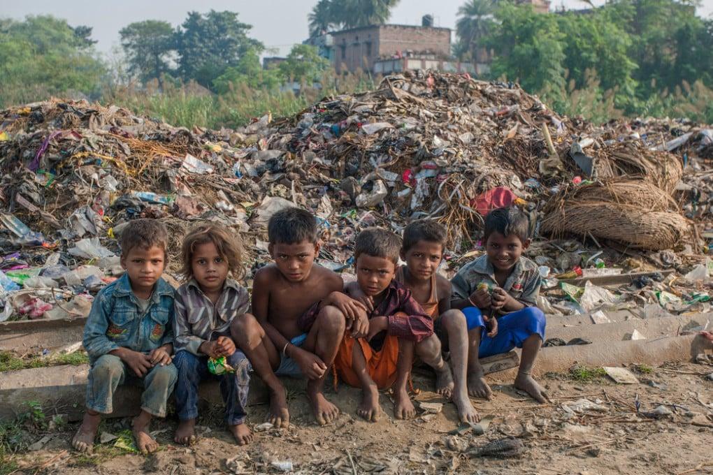 Un gruppo di bambini dello stato di Bihar, India, una delle regioni più povere del Paese.