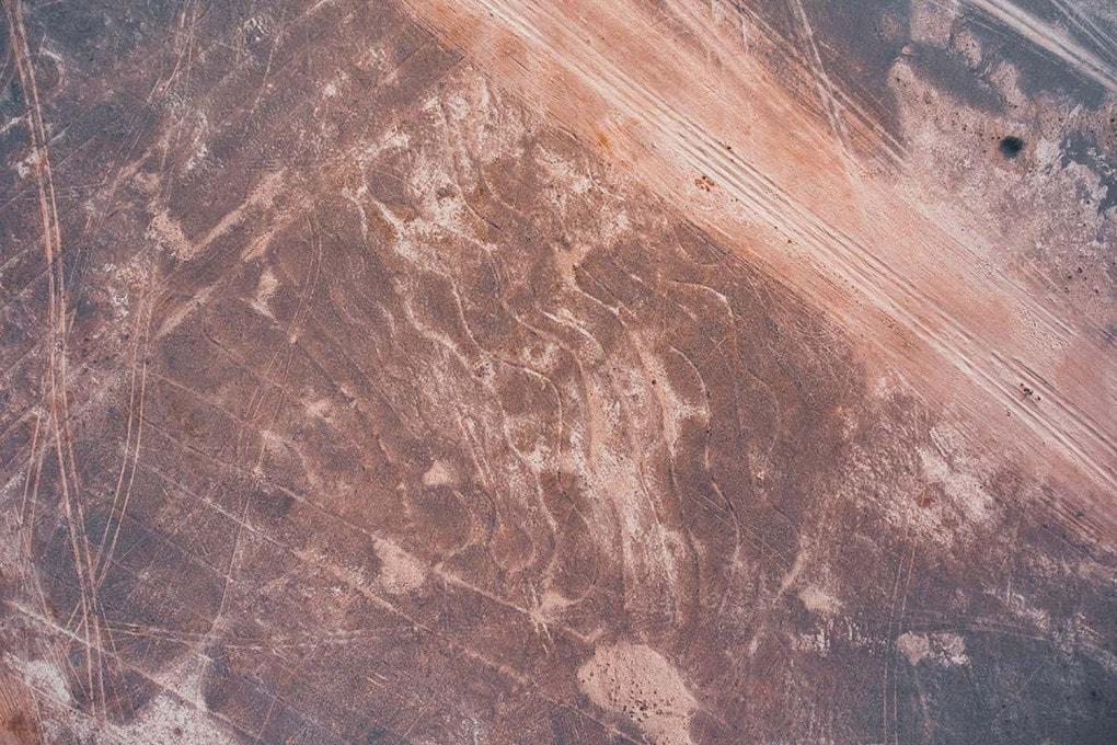 A volo di drone - India, deserto del Thar: foto aerea dell'area ricoperta da geoglifi.