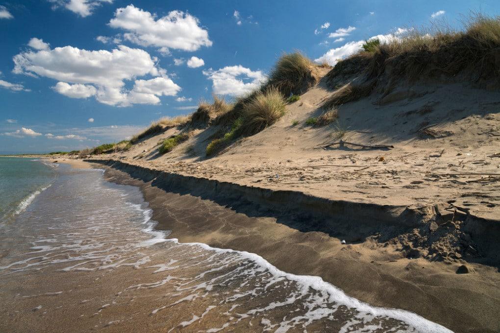 Erosione costiera sulle coste del Mediterraneo: la Giornata mondiale dell'ambiente 2021 invita a passare dallo sfruttamento della natura alla sua guarigione.