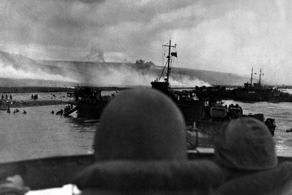 6 giugno 1944, sotto un micidiale fuoco di sbarramento i soldati americani sbarcano a Omaha Beach, in Normandia.