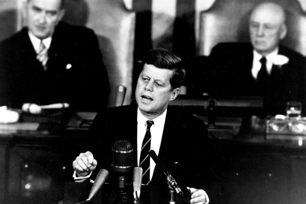 Il presidente John Fitzgerald Kennedy parla al Congresso degli Stati Uniti nel maggio del 1961.